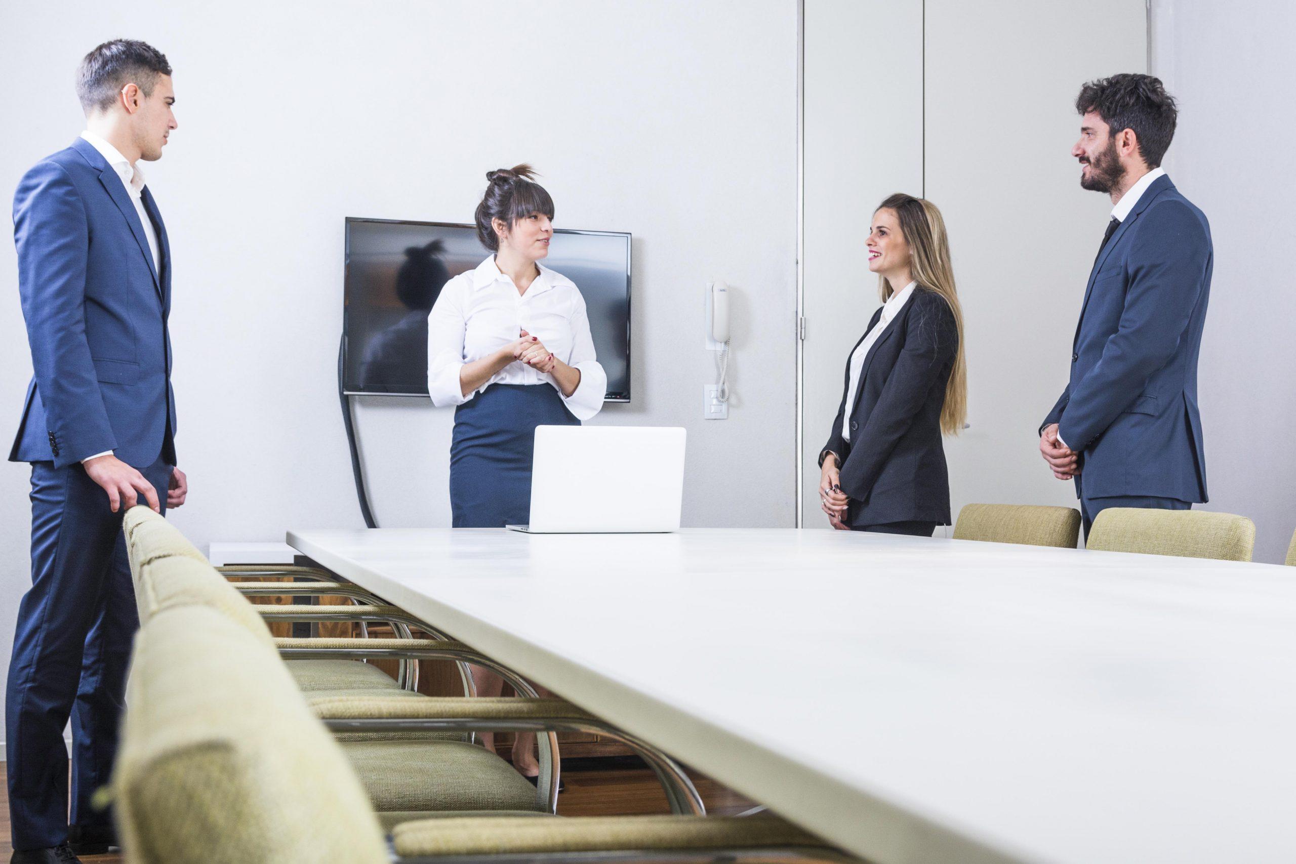 Para essa COO, mulheres devem evitar este hábito nas reuniões
