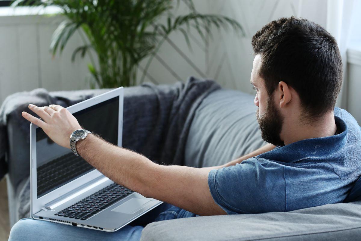 Trabalho híbrido e home office dão mais espaço para o nomadismo digital