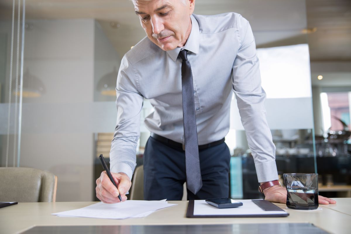 61% dos profissionais tiveram problemas com seus líderes, diz pesquisa